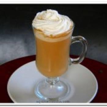 Café com leite condensado e cravo